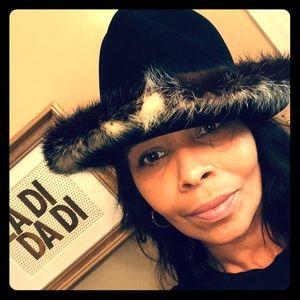 Accessories - Vintage, exquisite condition, mink trimmed hat.